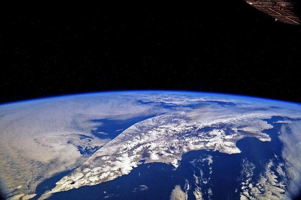 Potret Semenanjung Kamchatka di Rusia yang memiliki panjang 1.250 kilometer. Foto: Instagram/roscosmosofficial