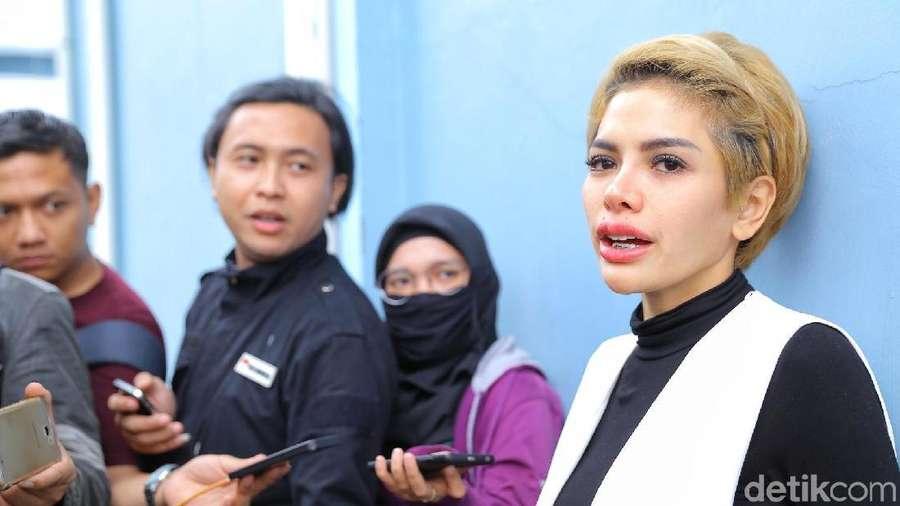 Tatapan Nikita Mirzani saat Ditanya Soal Keluarga Dipo Latief