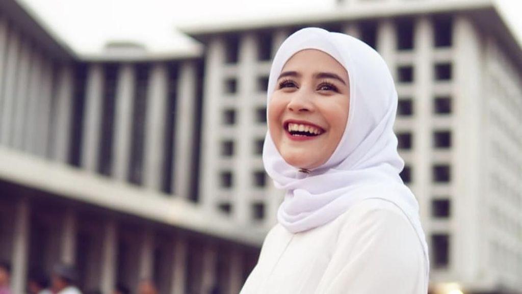 Adu Gaya Prilly Latuconsina dan Aurel Hermansyah Saat Berhijab