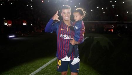 Kemesraan Pemain Timnas Brasil Philippe Coutinho dan sang Anak