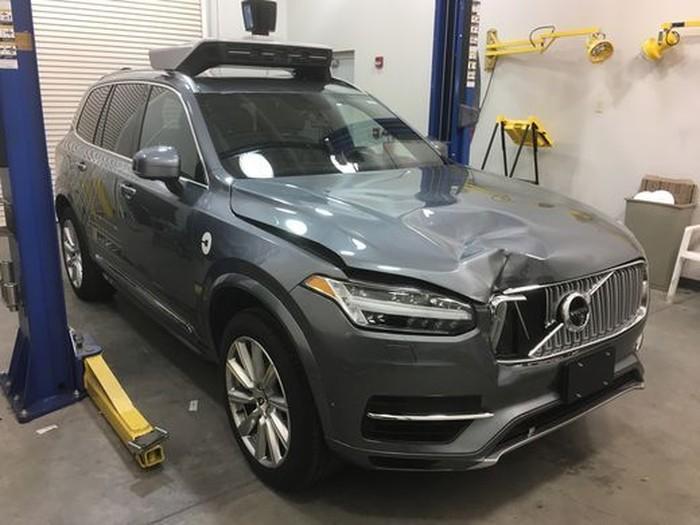 Mobil otonom Uber yang telah menabrak orang di AS. Foto: Kepolisian Tempe Arizona