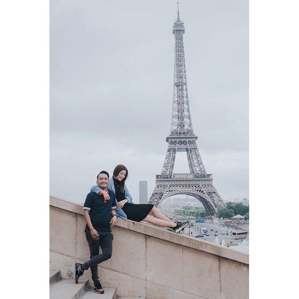 Ruben Onsu bersama istrinya Sarwendah menghabiskn libur Lebaran ke Prancis. Mereka ikut memboyong putri semata wayang mereka, Thalia. (ruben_onsu/Instagram)