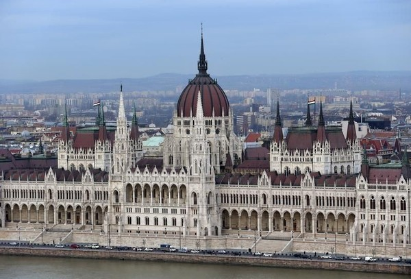 Hungarian Parliament Building and Sungai Danube pernah digunakan dalam produksi film Transporter 3. Sedangkan adegan pembuka Atomic Blonde mengambil lokasi di tepi Sungai Danube (Reuters)
