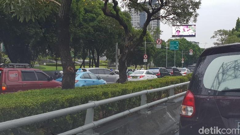 Lalin di Exit Semanggi dan Jalan Gatot Subroto Macet