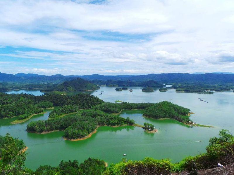 Namanya kawasan eksotis ini adalah Ulu Kasok. Berada di Desa Pulau Gadang, Kecamatan XIII Koto Kampar, Kabupaten Kampar, Riau. (jrandaaa/Instagram)