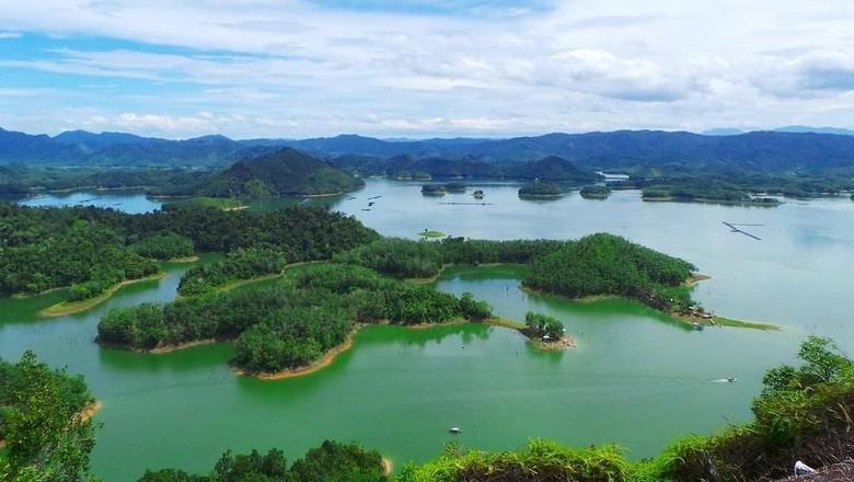 Pemandangan dari Puncak Ulu Kasok, Kampar (jrandaaa/Instagram)