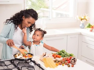 Perhatikan 4 Cara Memasak Ini Agar Nutrisi Makanan Anak Tetap Optimal
