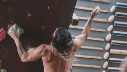 Jason Momoa kembali dipercaya memerankan karakter Aquaman yang akan rilis pada Desember tahun ini. Badannya kekar, seperti apa sih olahraganya?
