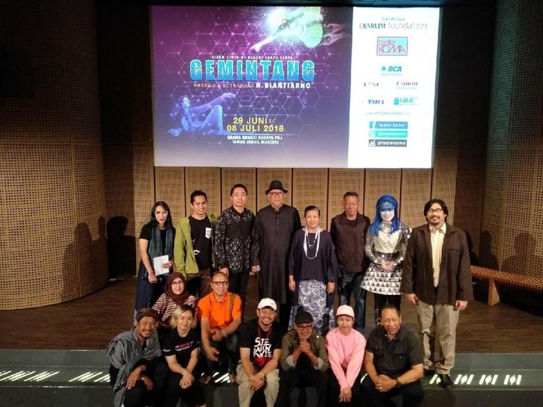 Teater Koma Gunakan Artistik Semi Holografik di Gemintang