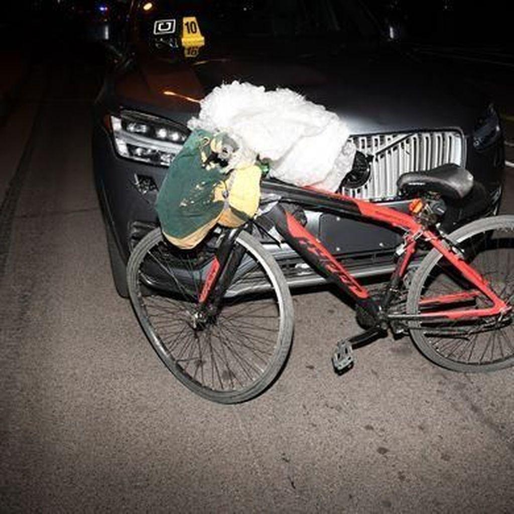 Mobil Otonom Uber Tabrak Pesepeda Hingga Tewas