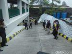 Tim Jibom Cek Koper Misterius di RS Samping Mapolres Cimahi