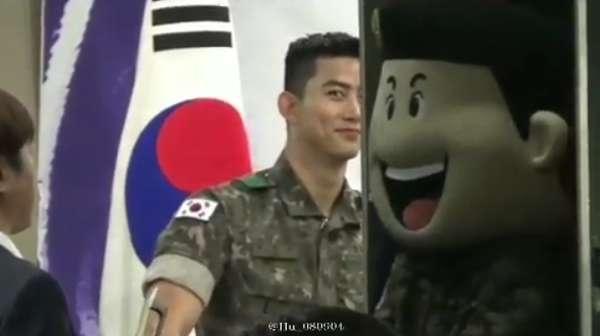 Saranghae! Lirikan Taecyeon yang Bikin Deg-degan