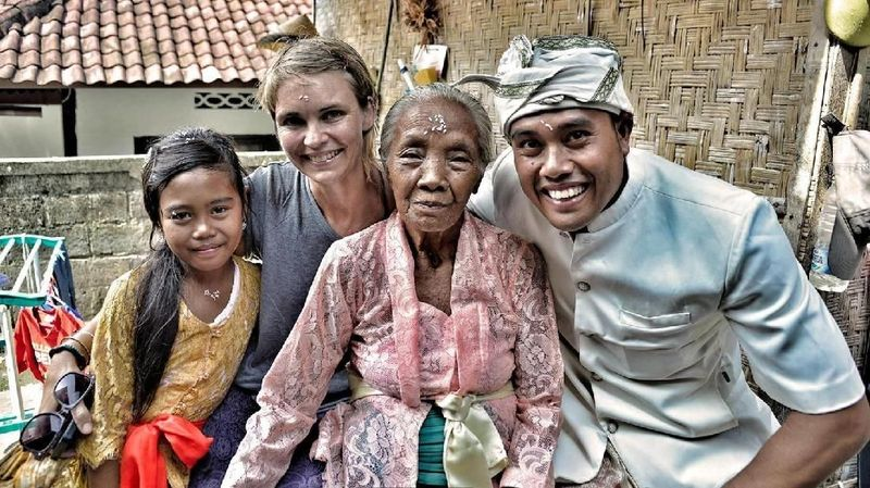 Foto: Wanita tua itu biasa dipanggil Nenek. Tentu nama itu bukan nama aslinya melainkan usianya yang sudah mendekati 1 abad (Mark Eveleigh/BBC Travel)
