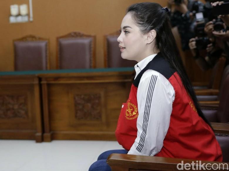 Ekspresi Jennifer Dunn Dengar Hakim Ucap Vonis 4 tahun Penjara