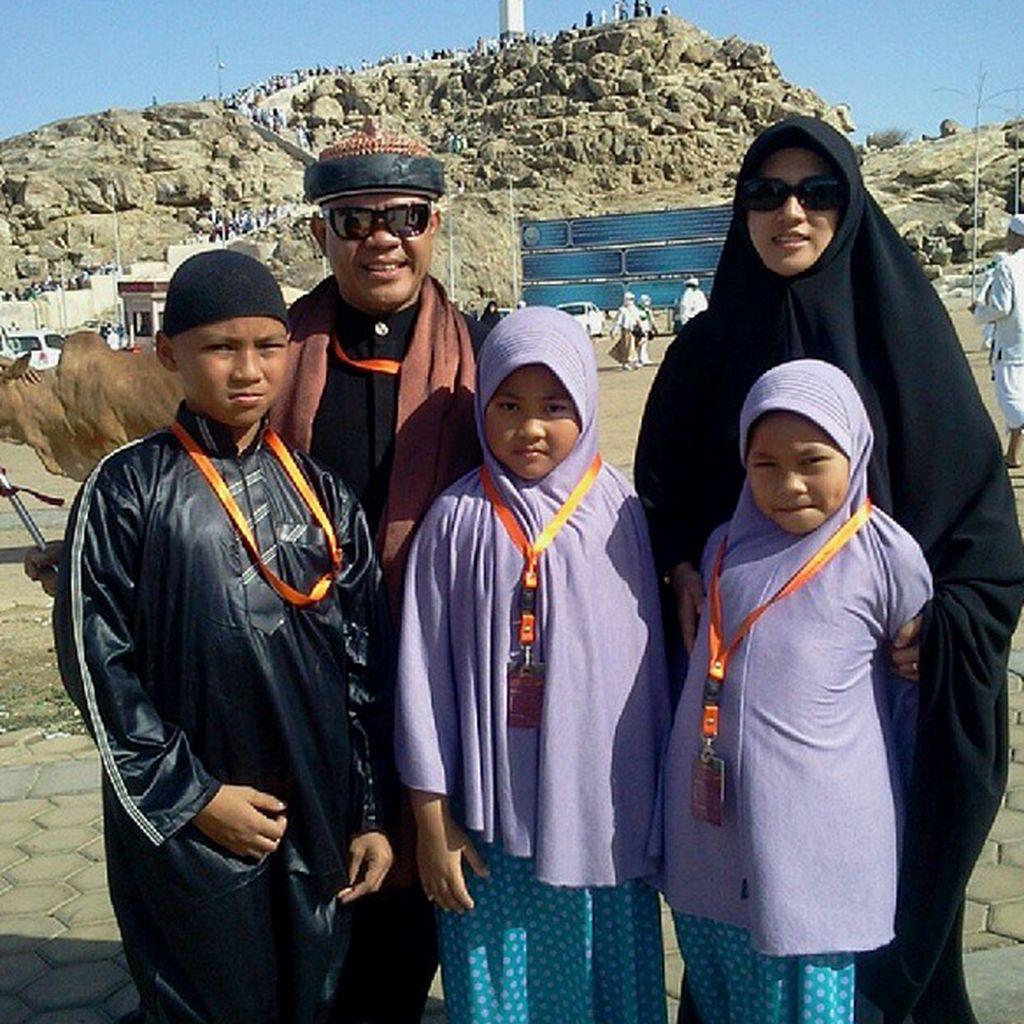 Melihat Lagi Kebersamaan Hari Moekti dan Keluarganya