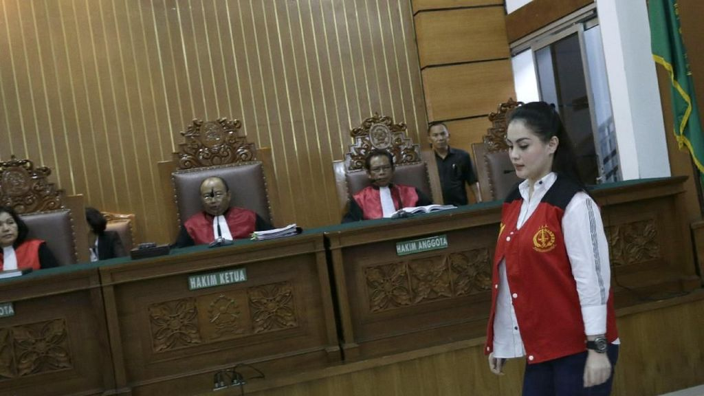 Jennifer Dunn Kelihatan Berhijab Lagi, Netizen: Kirain Syahrini