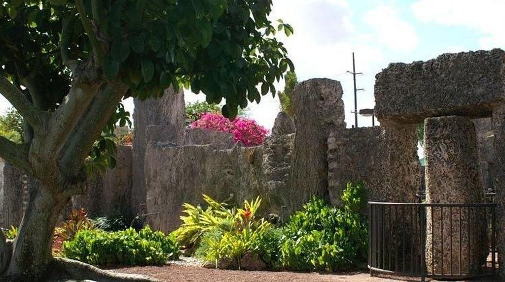 Foto: Kastil Koral yang Dibangun Karena Patah Hati