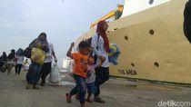 Ratusan Pemudik Gratis Naik Kapal Balik ke Kalimantan dari Semarang