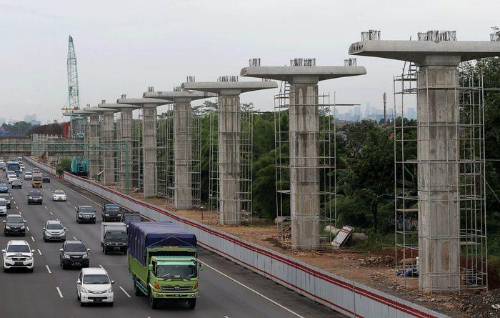 Ini adalah penampakan tiang LRT yang ada pada proyek LRT Jabodebek. Agung Pambudhy/detikcom.
