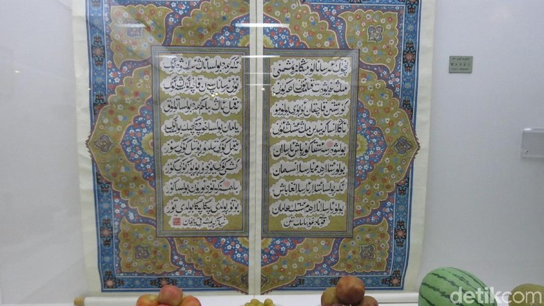 Kaligrafi Arab di Xinjiang Uyghur Autonomous Region Museum (Fitraya/detikTravel)