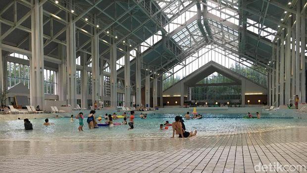 Kolam renang indoor Mina-mina beach (Dina Rayanti/detikTravel)Kolam renang indoor Mina-mina beach (Dina Rayanti/detikTravel)