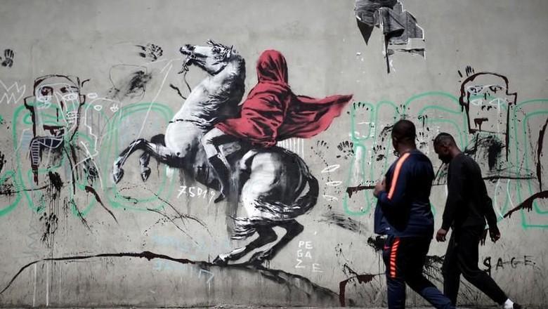 Banksy Teror Paris dengan Mural Imigrasi