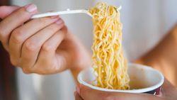 Ini Alasan Kenapa Ibu-ibu di Jepang Makan Ramen Instan Setelah Memasak