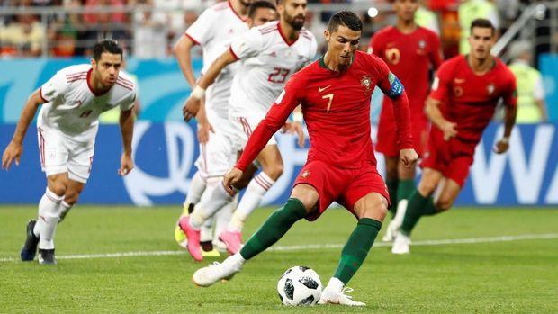 Duel Cristiano Ronaldo dengan Diego Godin menarik disimak di babak 16 besar Piala Dunia 2018.