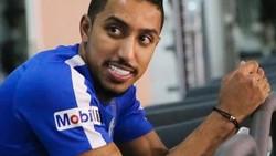 Bintang Arab Saudi, Salem Al Dawsari baru saja berhasil mencetak gol dan meraih kemenangan 2-1 atas Mesir. Sosoknya tangguh dan juga punya otot yang kekar.