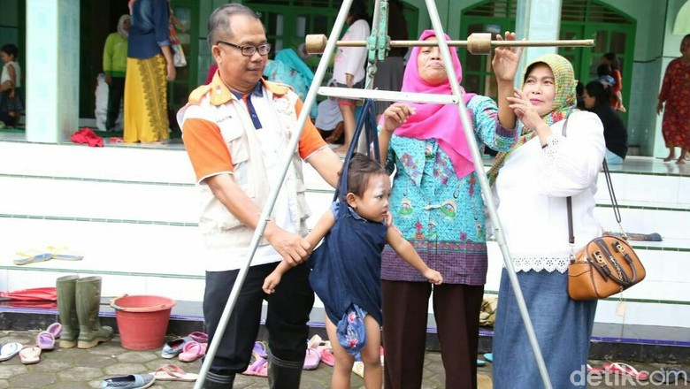 bayi dan ibu jadi perhatian pasca banjir bandang