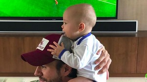 Bikin Gemas! Tawa Anak Enrique Iglesias Saat Main Bareng Ayahnya