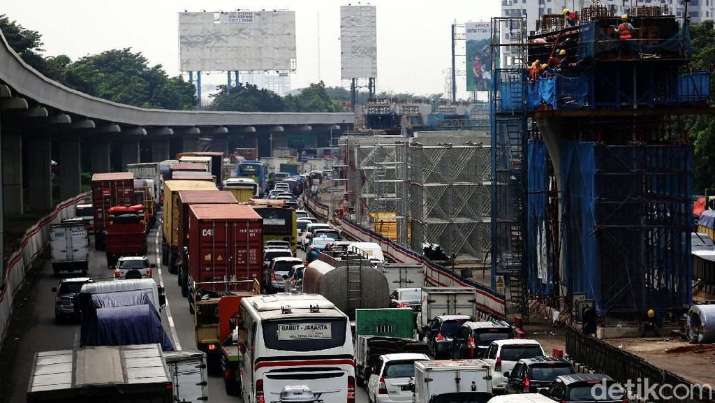 Soal Macet di Tol Japek, Adhi Karya: Pekerjaan LRT Tak Berhenti