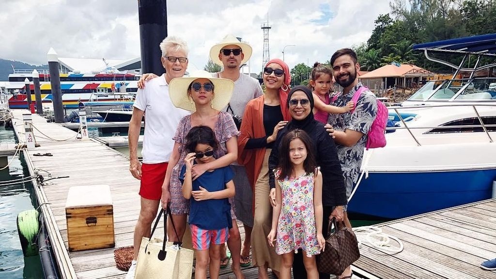 Foto: Liburan Keluarga Bunga Citra Lestari di Malaysia