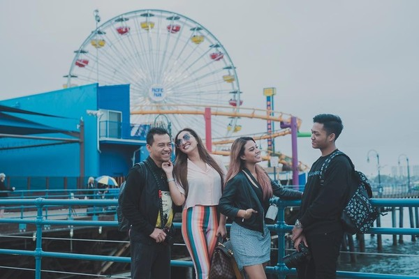 Anang Hermansyah bersama istri dan anak-anaknya menghabiskan waktu liburan di California. (aurelie.hermansyah/Instagram)