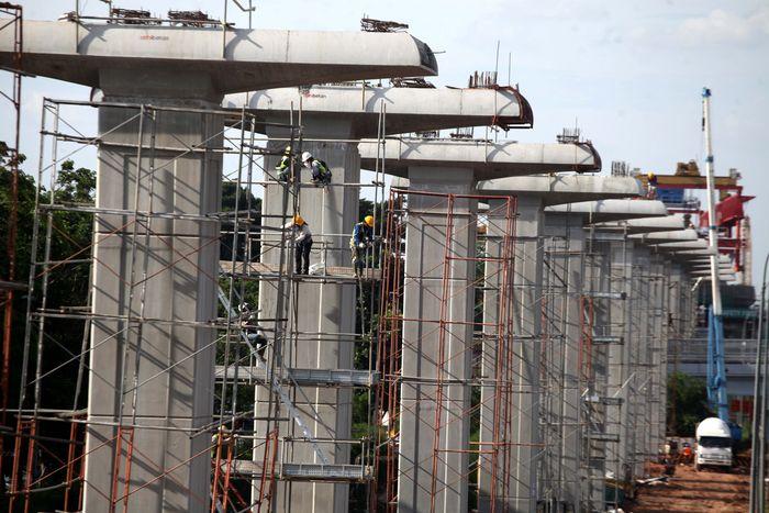 Pembangunan LRT Jabodebek mulai dilaksanakan setelah groundbreaking oleh Presiden Joko Widodo pada 9 September 2015. Lamhot Aritonang/detikcom.