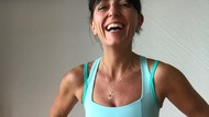 Wanita Ini Bikin Takjub, Wajah Keriput Tapi Perut Sixpack