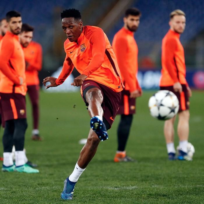 Ia juga disiplin menjaga zonanya dan sulit dilewati lawan dengan kakinya yang panjang, yang menjadi andalan saat merebut bola. Foto: Instagram/yerrymina