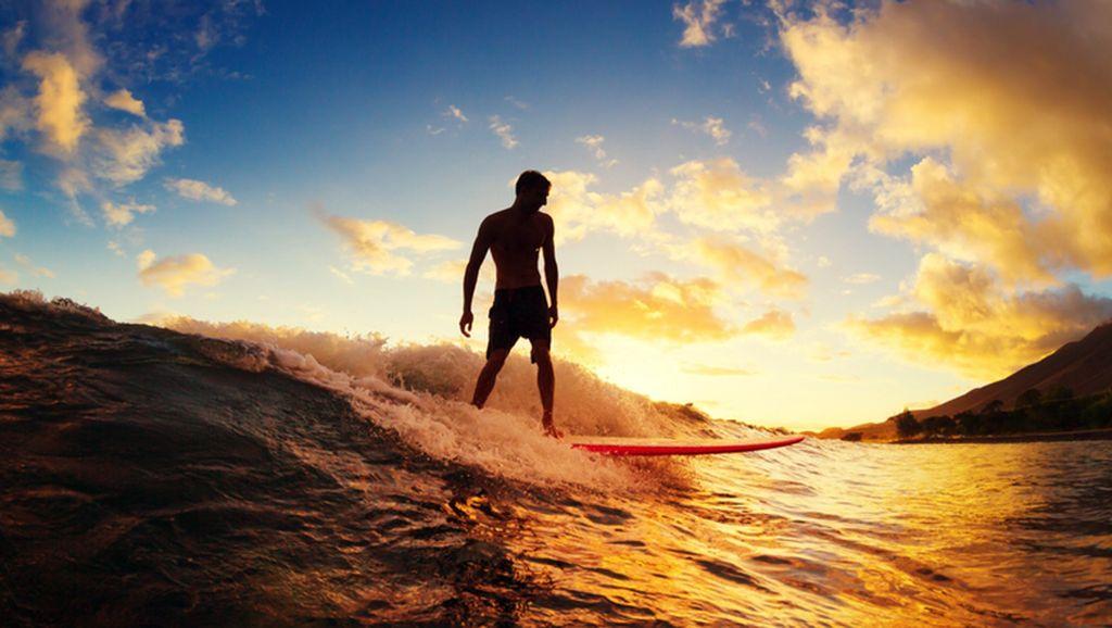 Ini Tempat-tempat Surfing Favorit Turis di Indonesia