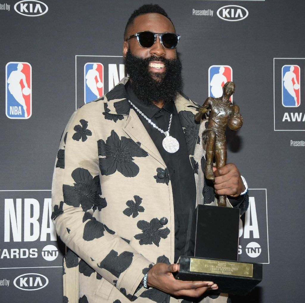 James Harden Raih Gelar MVP NBA 2018