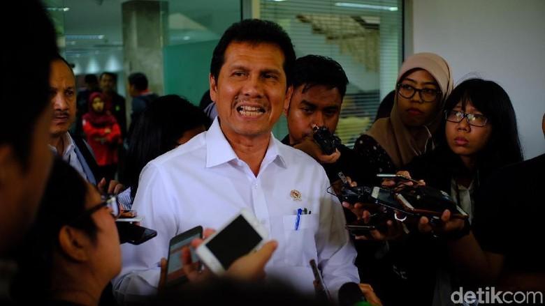 Pendukung Jokowi Minta Asman Abnur Mundur dari Kabinet Kerja