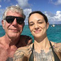 Kekasih Anthony Bourdain Curhat Kesedihannya Ditinggal Sang Pacar