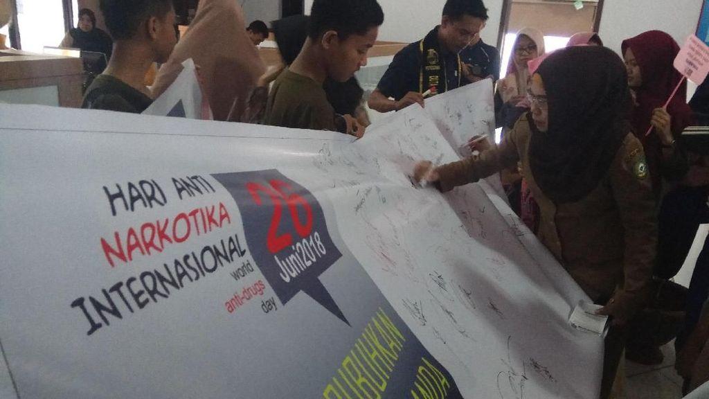 Hari Anti Narkotika, Warga Maros Bubuhkan Seribu Tanda Tangan