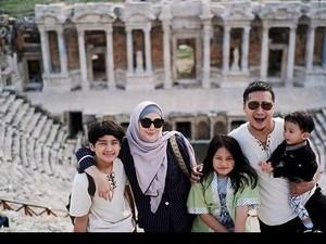 Tik Tok Diblokir, Arie Untung Bersyukur Anak-anaknya Tak Ikut Main