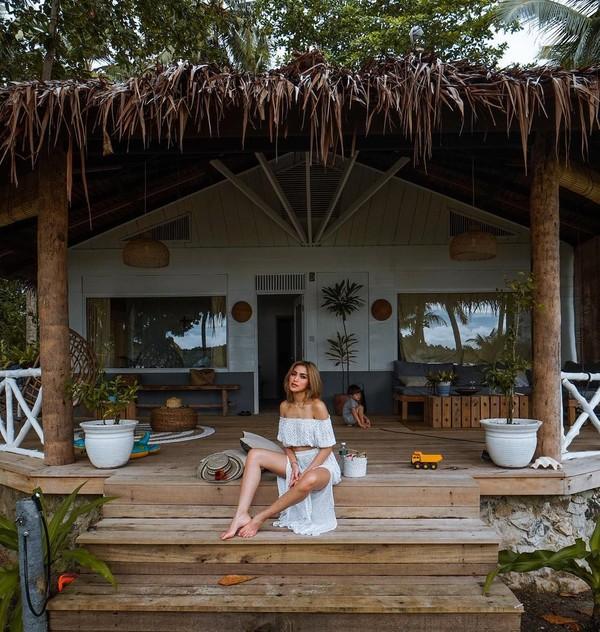 Dalam caption Instagram-ya, Jedar menginap di Aloita Resort. Resort mewah ini berada di Pulau Simakakang. (inijedar/Instagram)