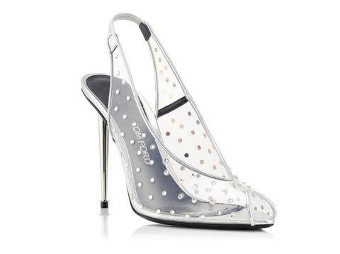 5 Sepatu 'Kaca' yang Bikin Kamu Merasa Seperti Cinderella