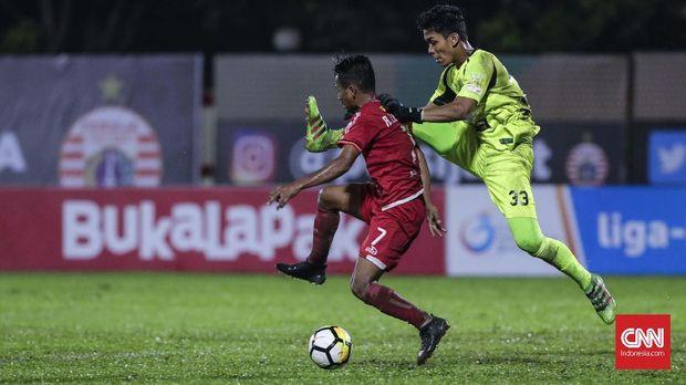 Ramdani Lestaluhu gagal memaksimalkan peluang dari Riko Simanjuntak. (