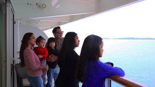 Intip Keseruan Liburan Ussy-Andhika di Kapal Pesiar