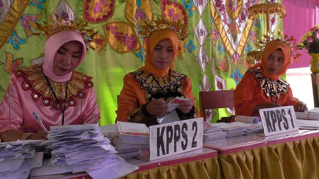 Tarik Warga, TPS di Gorontalo Ini Bagi-bagi Doorprize ke Pemilih