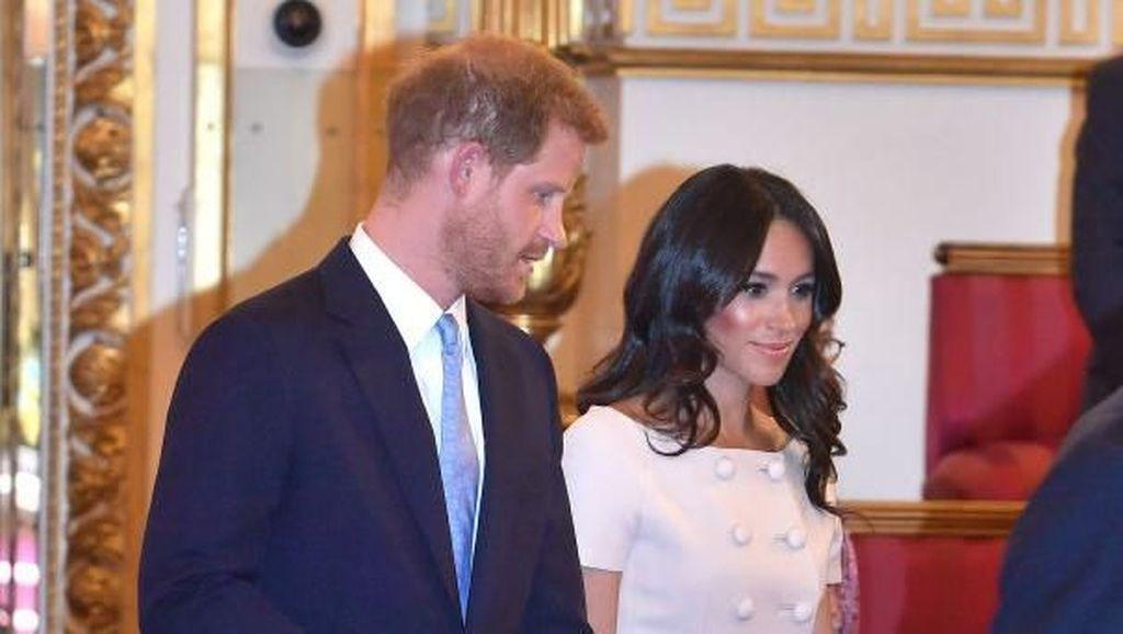 Pangeran Harry Tertangkap Kamera Tolak Pegang Tangan Meghan Markle