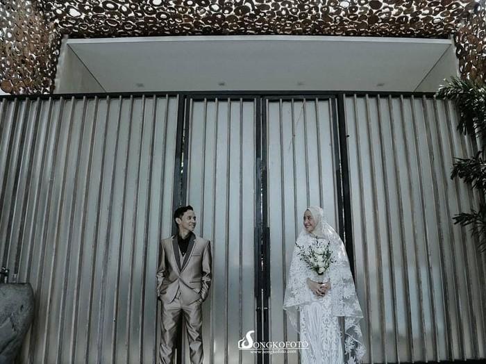 Julia Jasmine, pengantin yang viral karena gelar pernikahan on budget. Foto: Instagram @songkofoto